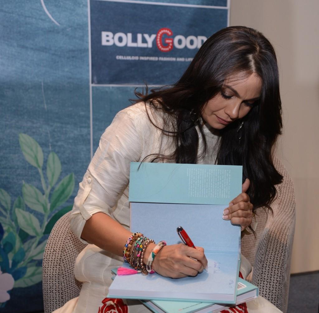 Maria Goretti signing the book