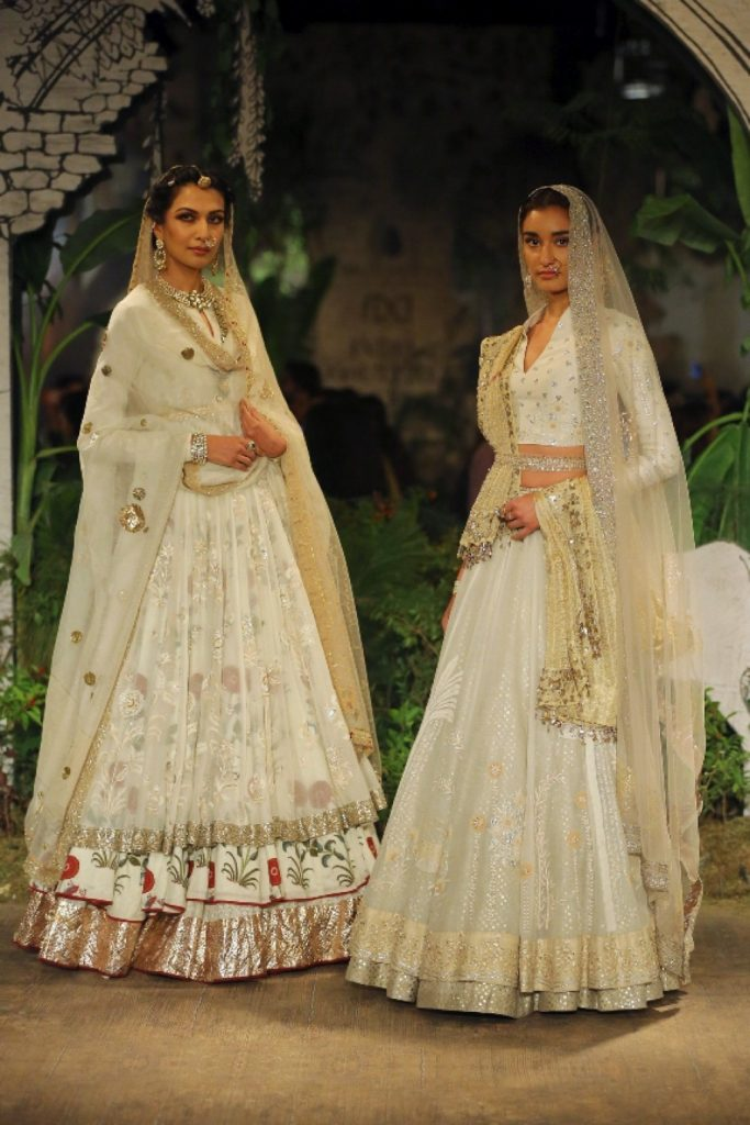 SUNEHRI KOTHI BY ANJU AT INDIA COUTURE WEEK 2017 (13)